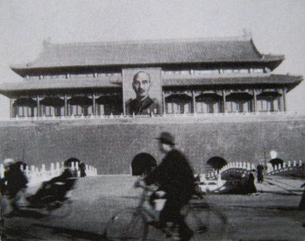 800px-chiang_kaishek_portrait_tiananmen_beijing