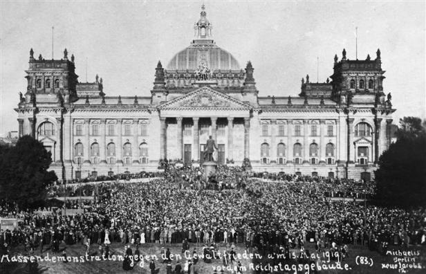 mass_demonstration_in_front_of_the_reichstag_against_the_treaty_of_versailles