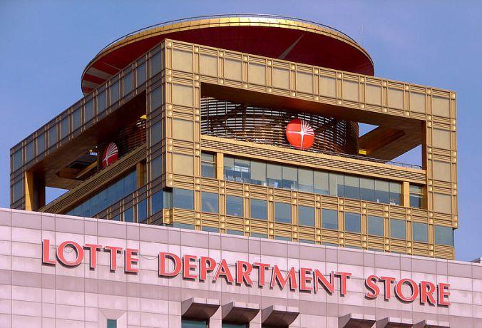 800px-Korea-Gwangju_5254-07_Lotte_Department_Store